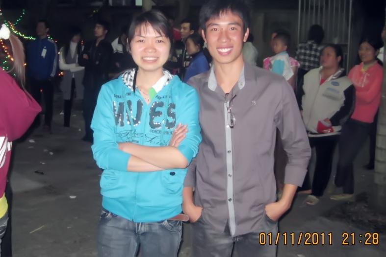 Chị Trang người mặc áo xanh