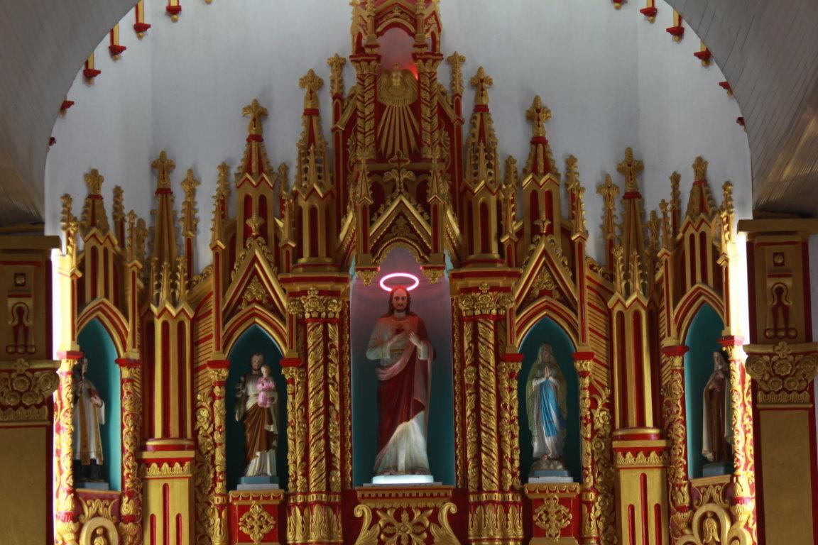Kiến trúc Nhà Thờ – GX Vân Đình – Bàn thờ đắp vẽ, sơn son thiếp vàng
